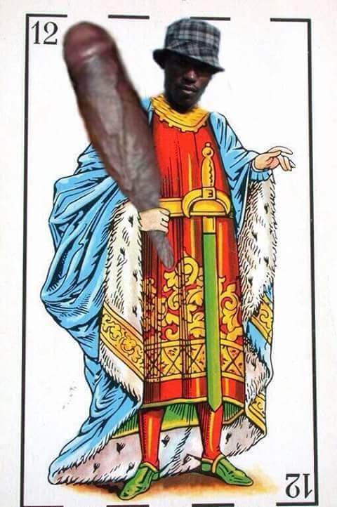 Negro del whatsapp como rey de bastos