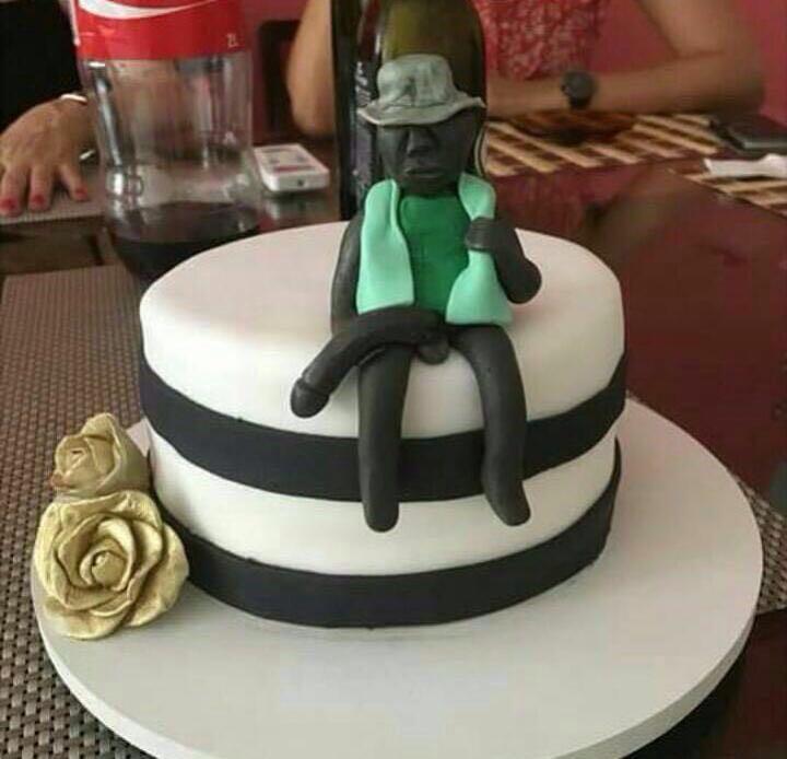 La tarta de cumpleaños del negro del whatsapp