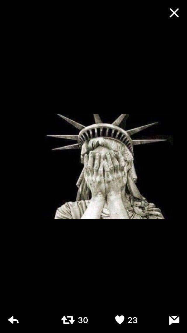 Estatua libertad llorando