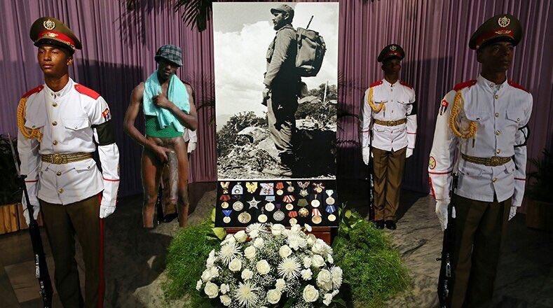 Negro del Whatsapp en el entierro de Fidel castro