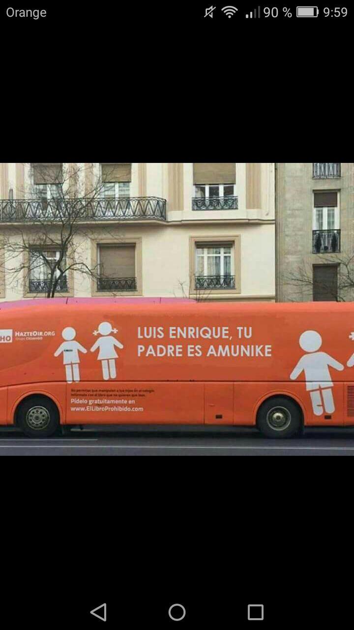 Luis Enrique Amunike, autobús del odio de Hazte Oir